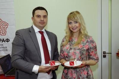 Председатель Правления Олег Кошевой с Людмилой Карасевой