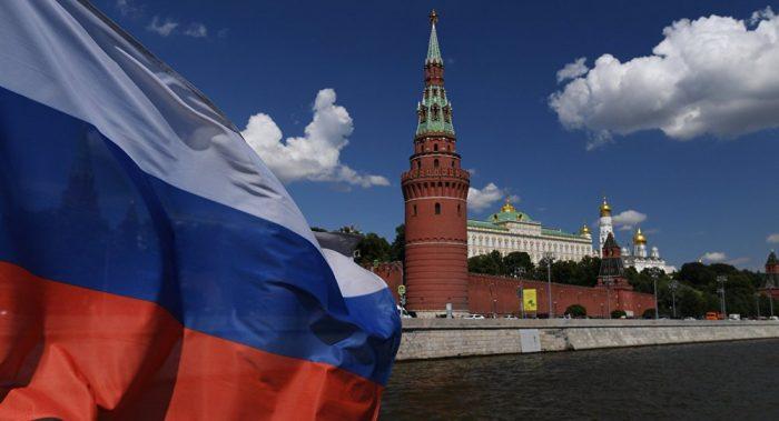 Флаг и Кремль